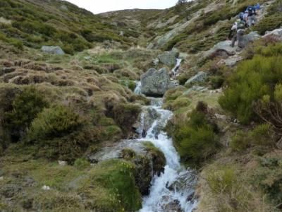 Nacimiento del río Manzanares desde La Barranca; senderismo por sevilla